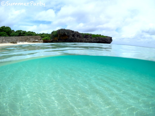 フナクスビーチ クリアブルーの海