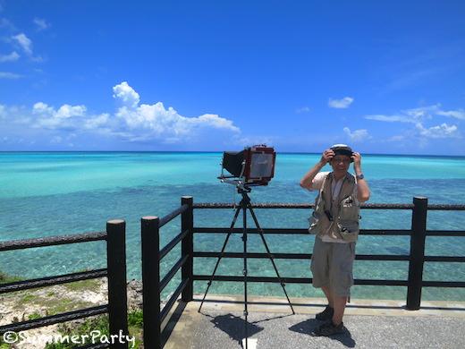 写真撮影をするカメラマン