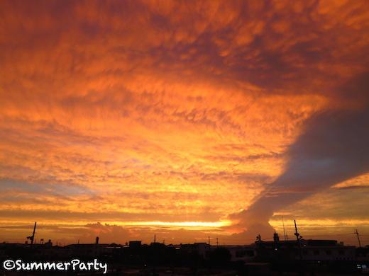 台風前の西の空