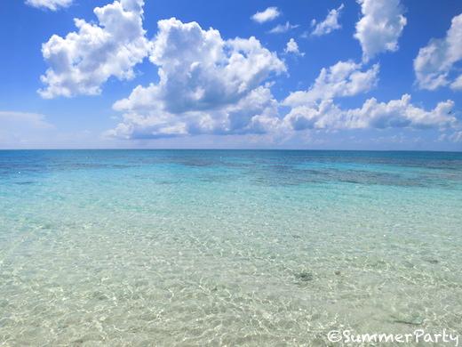 真夏の長間浜