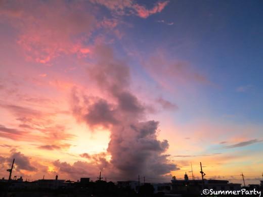 ピンク色に染まる空