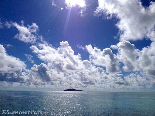 八重干瀬への道中 大神島を眺める