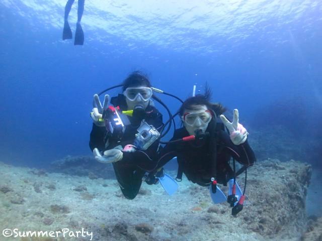 体験のお友達と一緒にダイビング