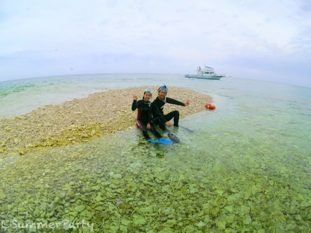 サンゴのかけらで出来た島に上陸